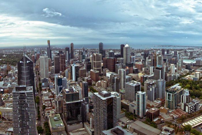 FÉNYKÉP: Melbourne mostani látképe — egyelőre csupa beton, ameddig a szem ellát.